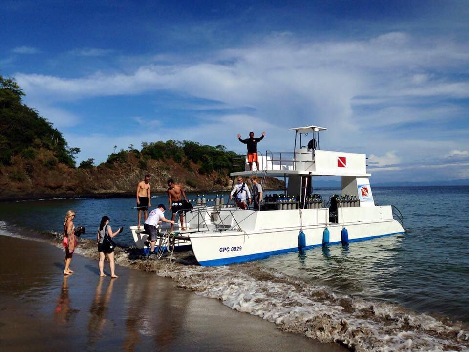 the manta dive boat